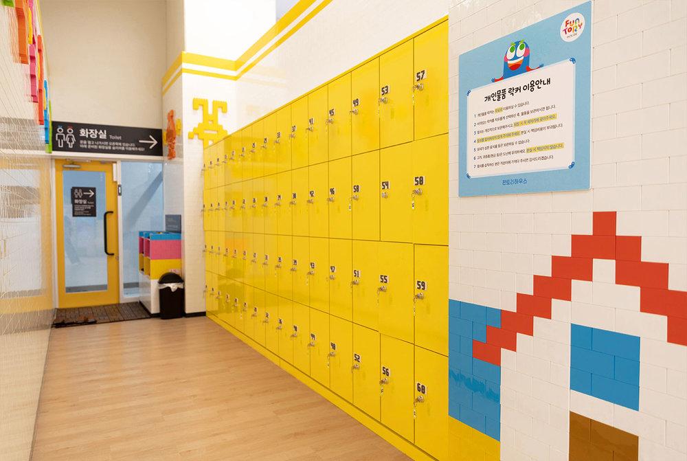 d_locker2.jpg