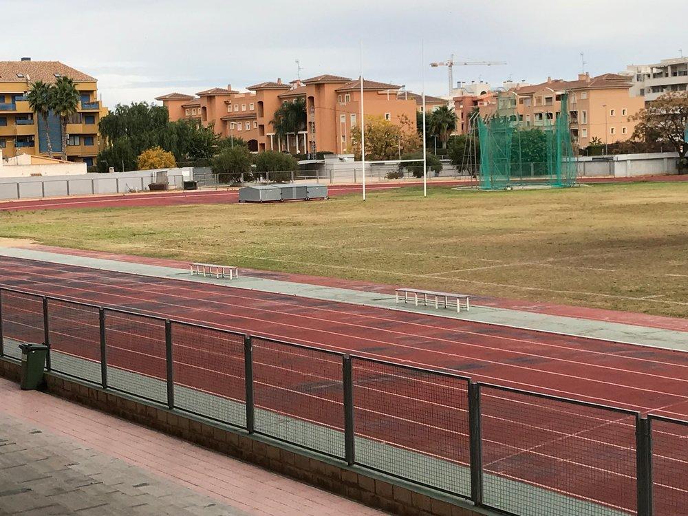 Det kommer att läggas nya banor och ny gräsmatta på idrottsplatsen under 2018.