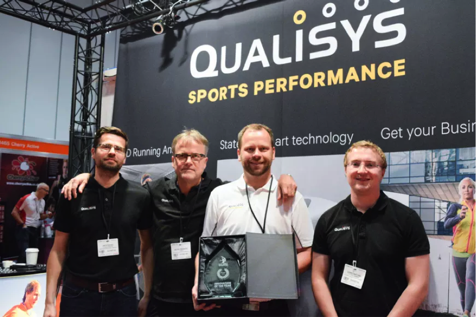 Glädje efter priset som den mest innovativa produkten i konkurrens med 200 företag andra företag. Full Body analysis.