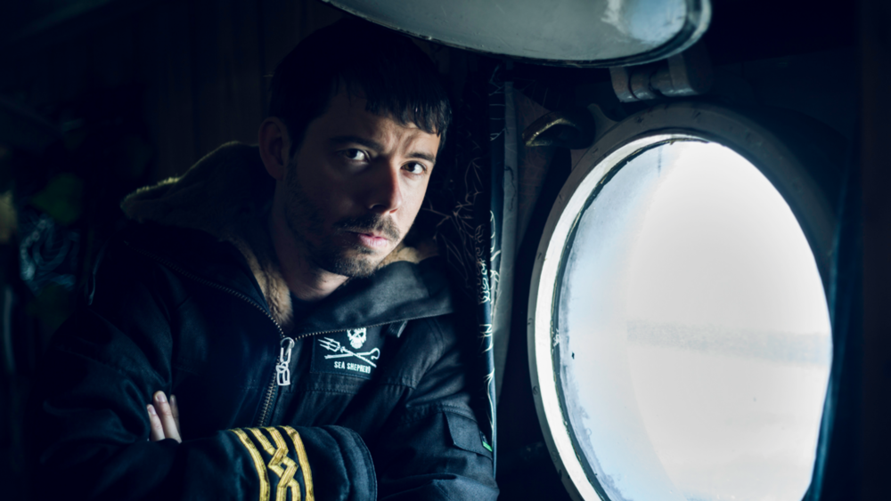 Kaptein Peter Hammarstedt har tilbrakt ti vintre i Antarktis på jakt etter den japanske hvalfangstflåten. Før jul i 2014 seilte han ut for å jakte på den notoriske piraten Thunder. Foto:Simon Ager