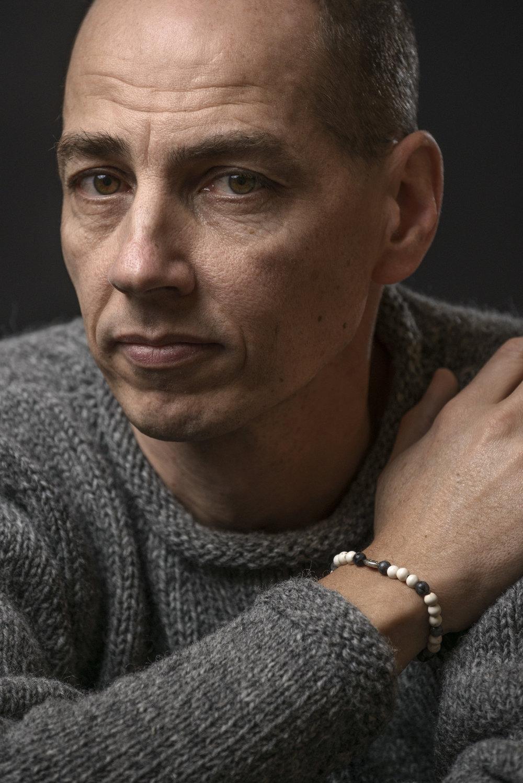 Jöns Hellsing er aktuell med romanen  Hendig mann søkes.