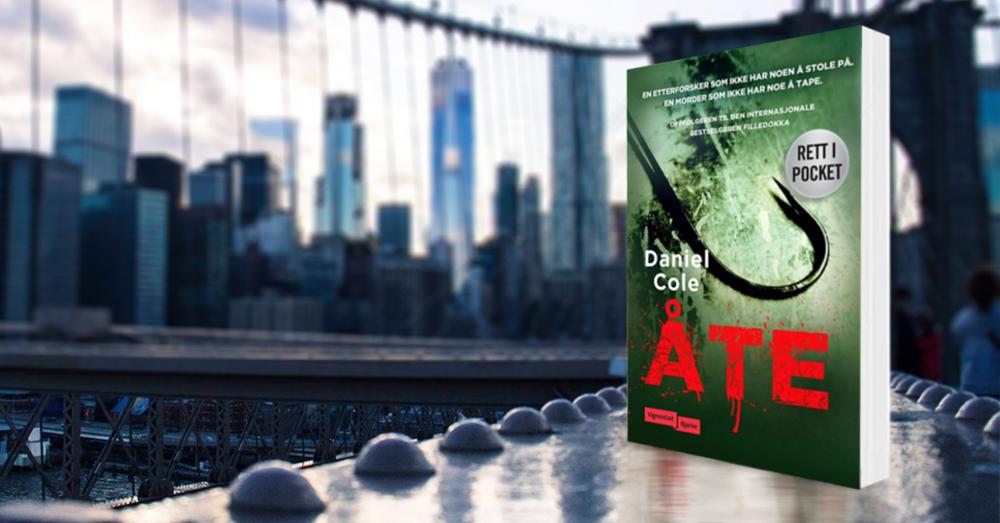 Daniel Cole  underholdt en hel verden med debuten   Filledokka   - som også ble en av fjorårets store leserfavoritter her til lands. Oppfølgeren   Åte    gjentar suksessoppskriften; glimrende karakterer, bekmørk britisk humor, høyt tempo og en serie spektakulære mord.  Les mer