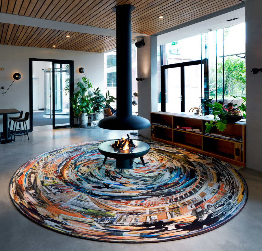 Anamorphosis Paul, printed carpet, diameter: 4 m