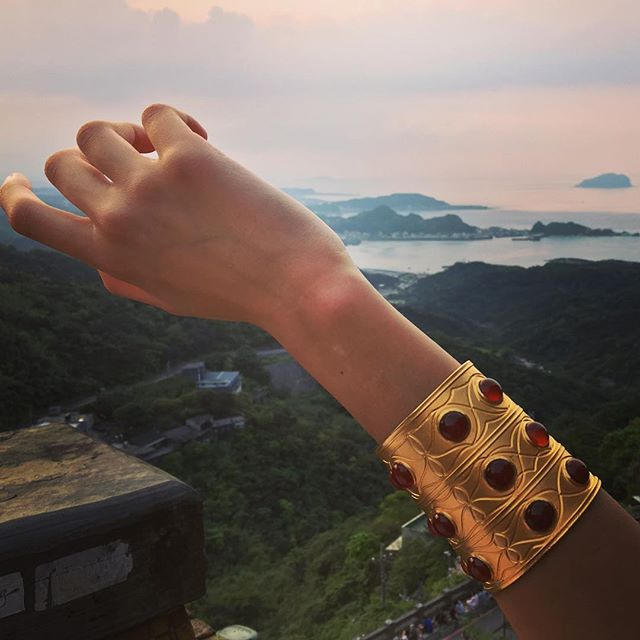 Travel with us 💫 Inspiration from Afghanistan Tekke tribe, bringing the myth of the Muses alive in the Far East.. This bracelet is also available in silver and kyanite. 💙 {link in bio}
