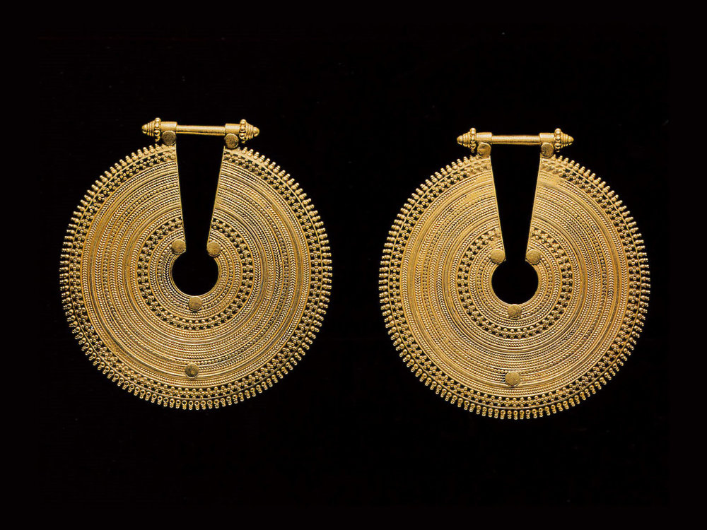 .... Kammal ear ornaments, South India, 20th century .. Ornements d'oreilles kammal, Inde du Sud, XXe siècle ....