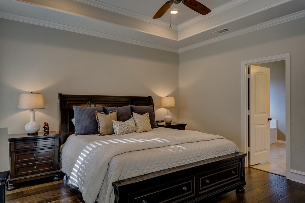 bedroom-1940168_1280.jpg