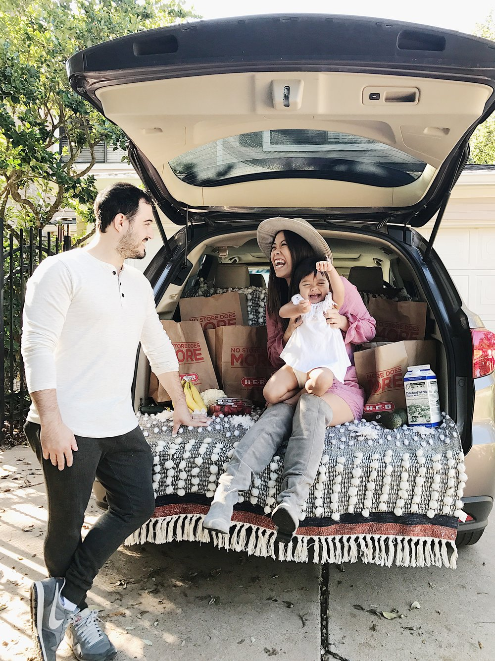 Cute SUV truck picnic photo