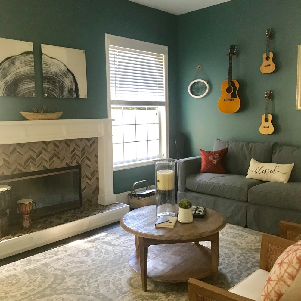 This project we repainted the whole home, aprox 4,000 square feet. This accent color in living room is Dunn Edwards The Green Hour