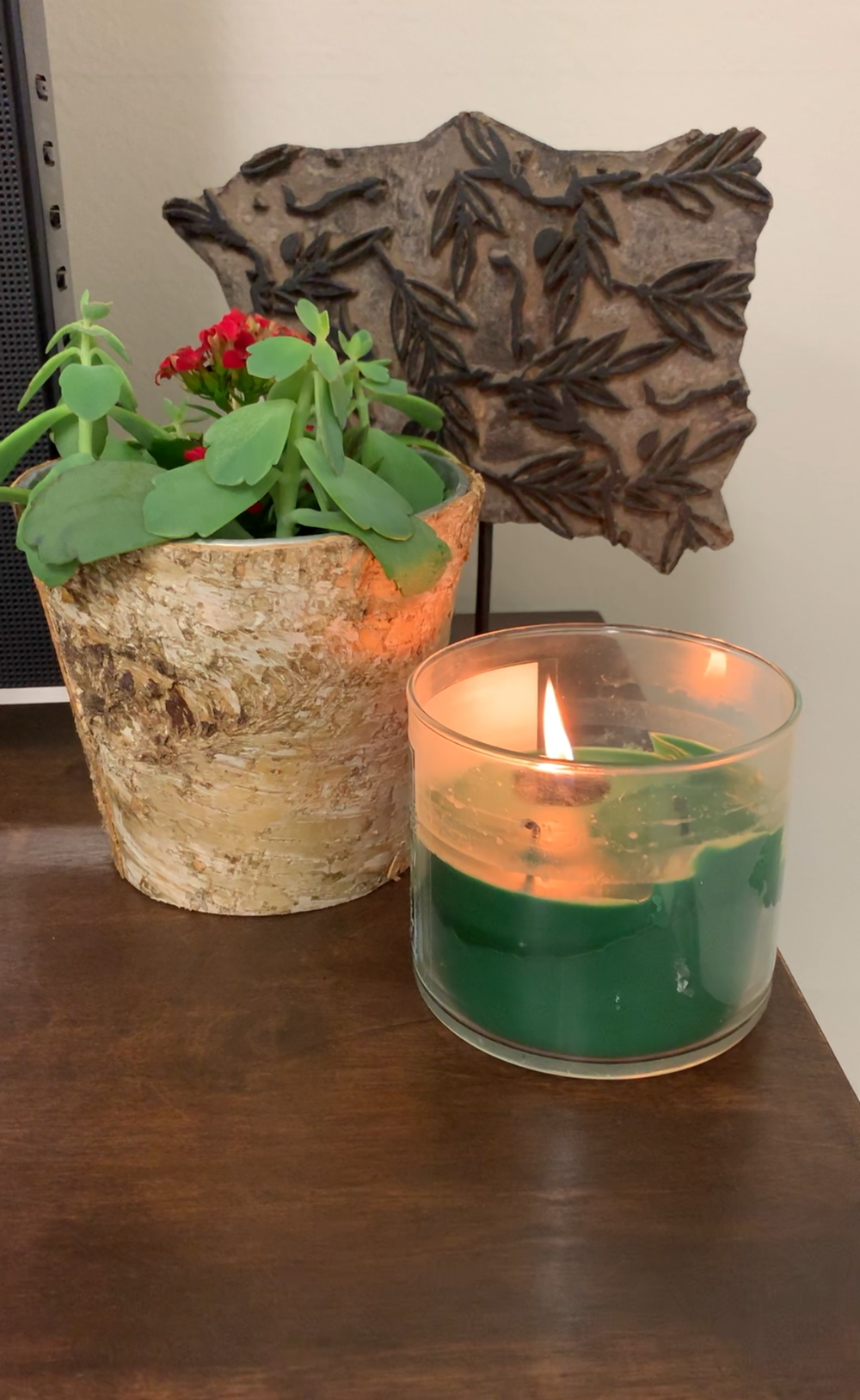 I've enhanced the fire with wood element and arranged these three accents in a gradation arrangement.