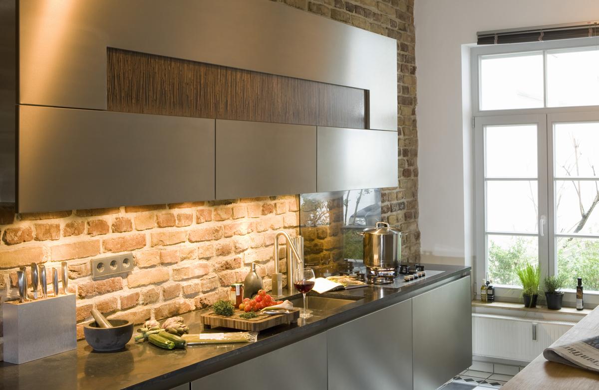 Xenon task lighting under cabinet Adrianogrillo Kitchenundercabinetlighting1 Kitchen Task Lighting Light My Nest