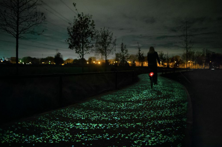 Van Gogh Starry Night bicycle path via Daan Roosegaarde