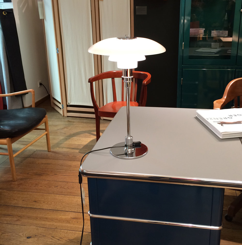 Louis Poulsen PH 3/2 desk lamp