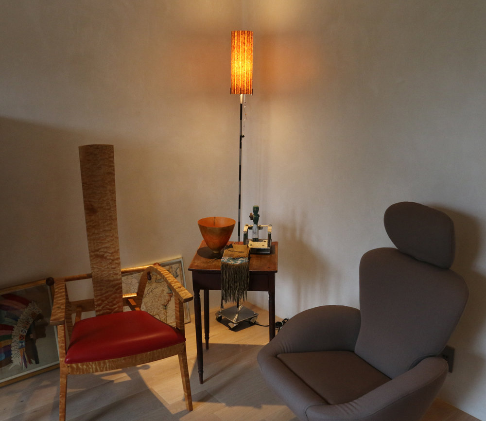 Floor-lamp-chair-vignette
