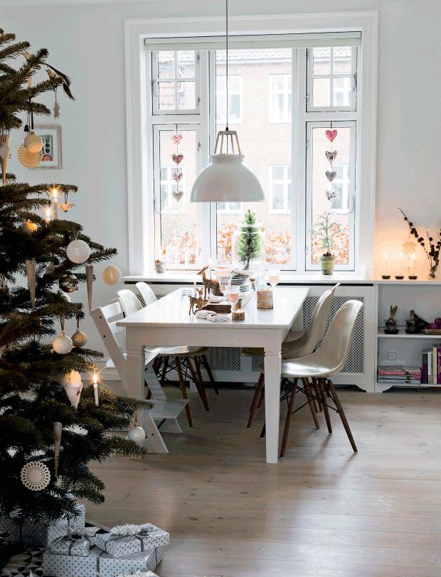 Danish Holiday deco. Via femina.dk. Glotti and Pia Olsen/Living Stories, Styling Elisabeth Kruse, Photo: Andreas Mikkel Hansen