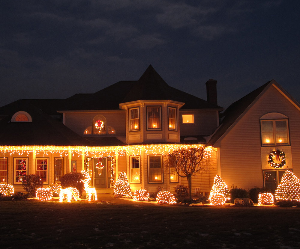 Beautiful-house-with-Holiday-lights