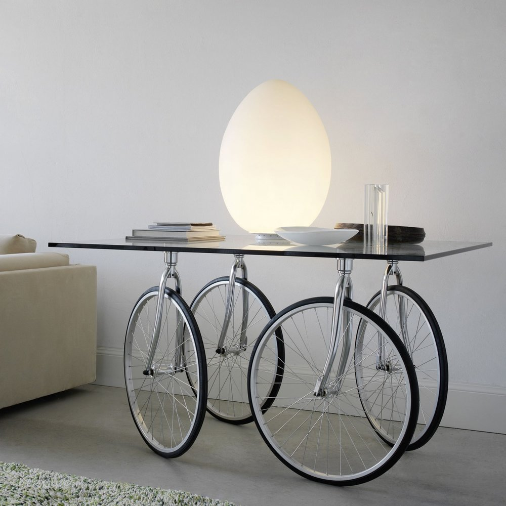 Fontana Arte Tour Table with Uovo Table Lamp