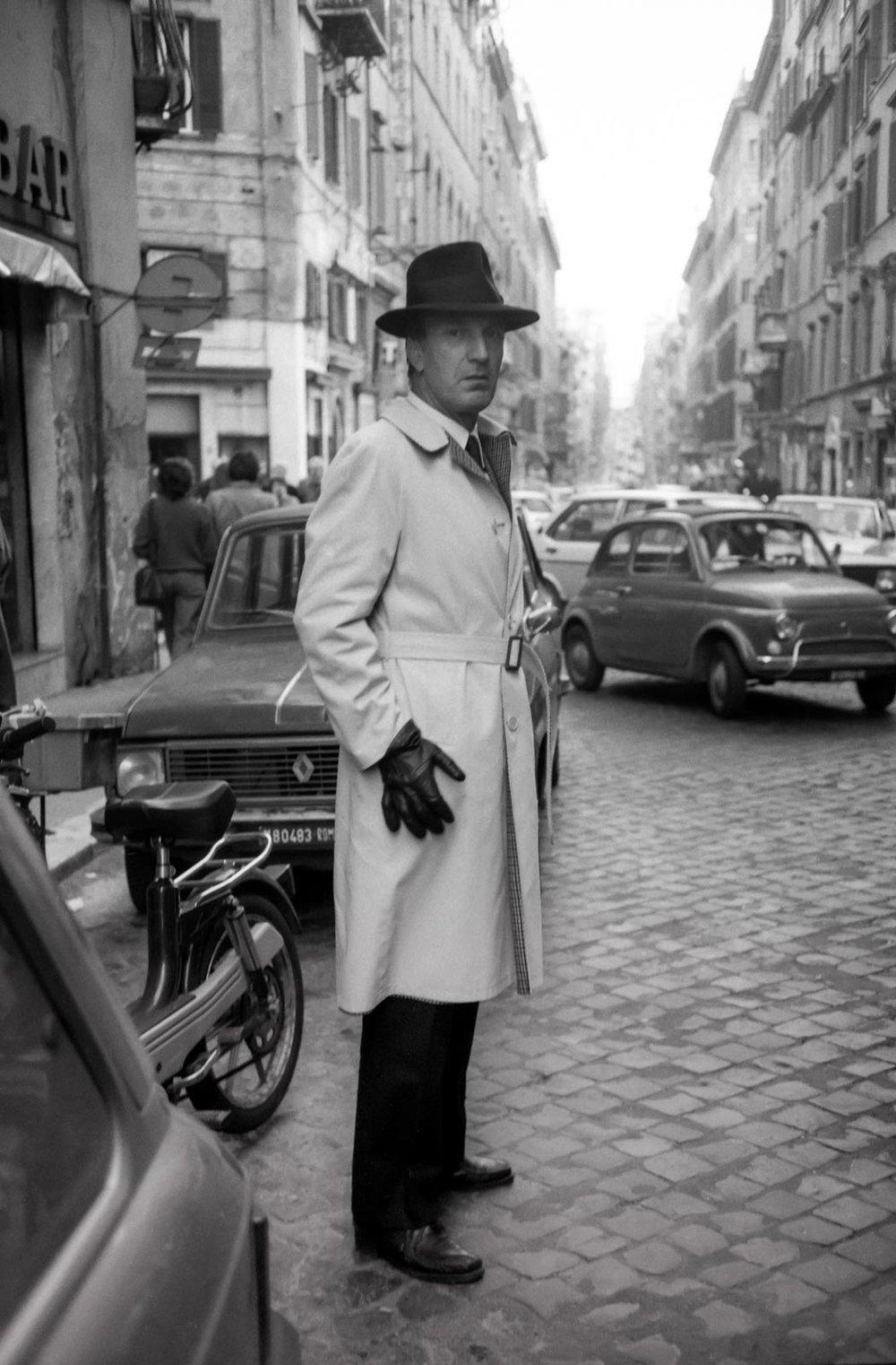 Gants et chapeau noir, Rome 1984