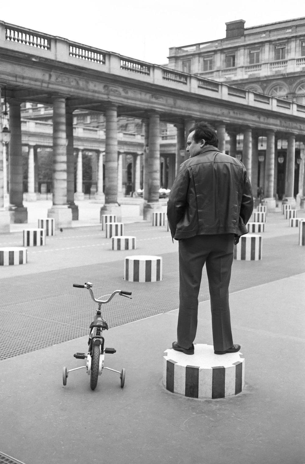 Colonnes de Buren, Paris 2001