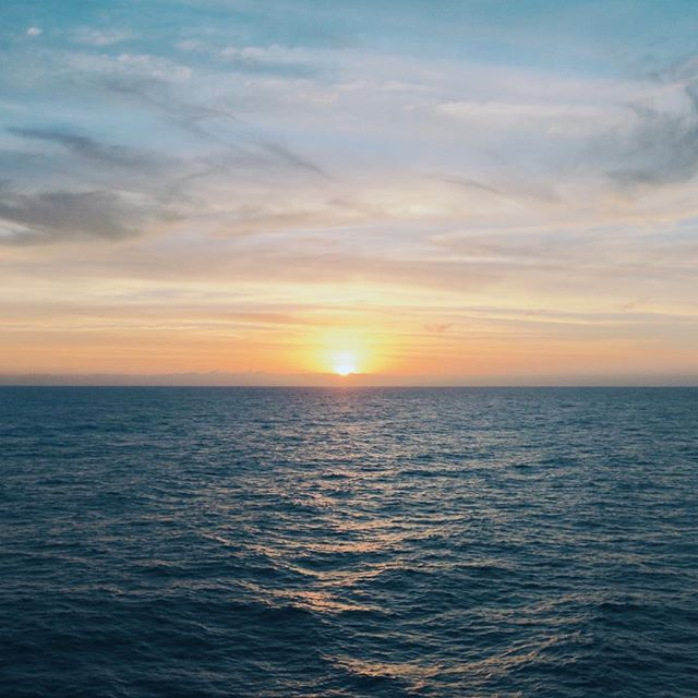 Heading home & seeing our last sunset with Star Cruises 😍  #lovestarcruises #superstarvirgo 🛳
