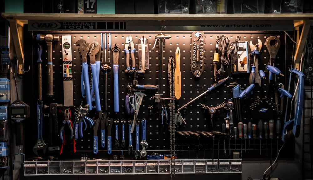 Fully equipped workshop   Cuesta´s workshop is fully equipped with professional tools from the Park Tool brand.  Our mechanic maintains our Bianchi fleet here and we also offer tune ups and maintenance for your bike.