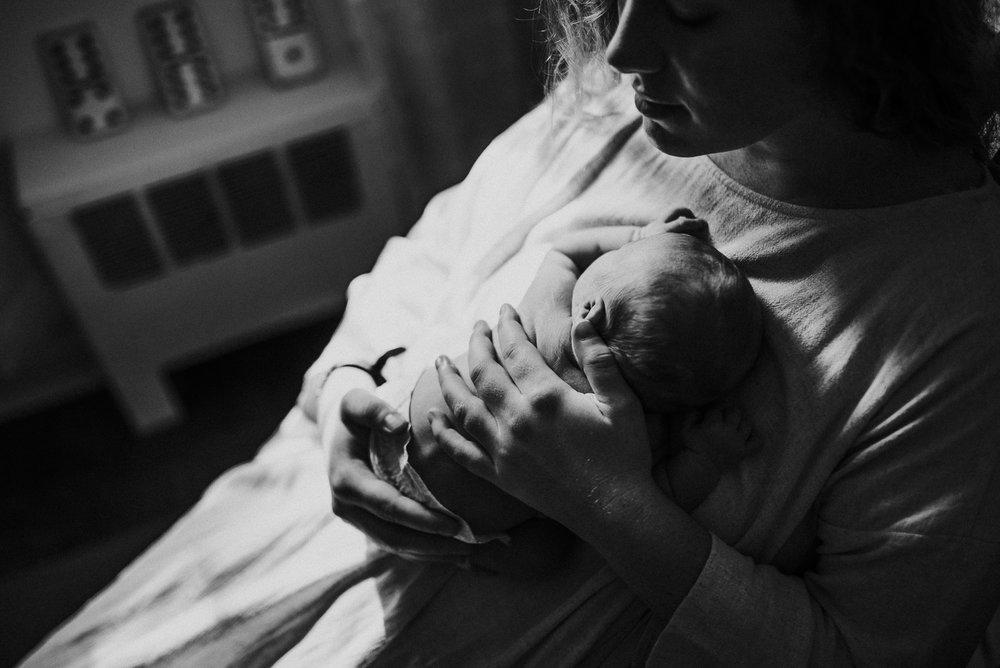nataliethomasphotography.com-in-home-newborn-session-1832.jpg