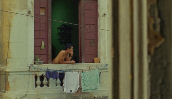 PALOMA A series of intimate vignettes are woven together by the memories and dreams of people in central Havana.