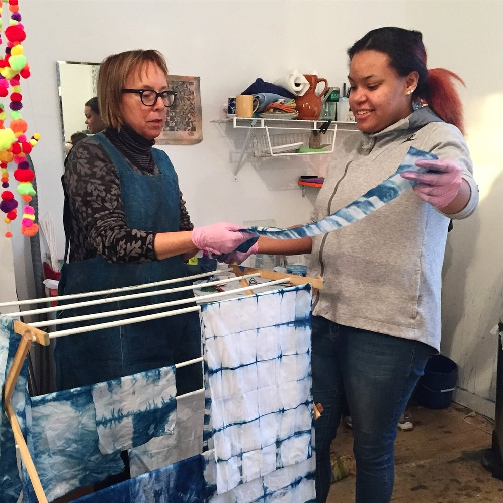 Sayzie Carr showing Kiara some shibori and indigo dyeing techniques.