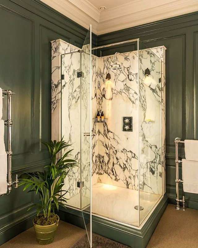 The perfect free standing shower for a period property in which you can't touch the original panelling. Not to mention the heavenly green veined marble paired with the green wall colour ☁️🚿💫 • • • • • #interiordesign #interiordesigner #interiors #interiorstyle #interiorstyling #interiordetails #homedecor #decoration #bathroomdesign #shower #showerdesign #marble #marbleshower #bathroom #greenwalls #greenpaint #period property