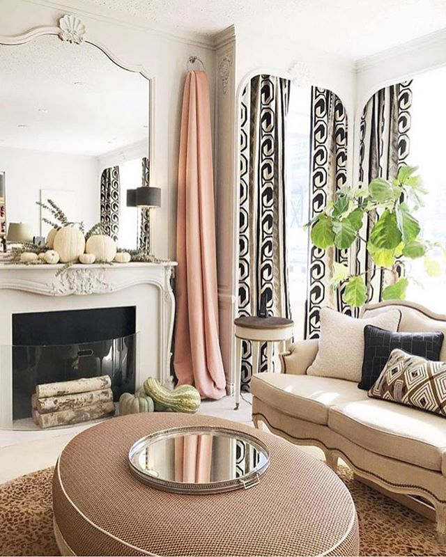 The prettiest show room we've seen in a long time 💗💗💗@lamaisonpierrefrey in New York. Just look at the pattern on those curtains! • • • • • #interiordesign #interiordesigner #interiors #interiorstyle #interiorstyling #interiordetails #homedecor #decoration #pierrefrey #curtains #curtaininspiration #curtainfabric #lightandairy #showroomdesign #showroom #newyork #newyorkdesign #newyorkstyle