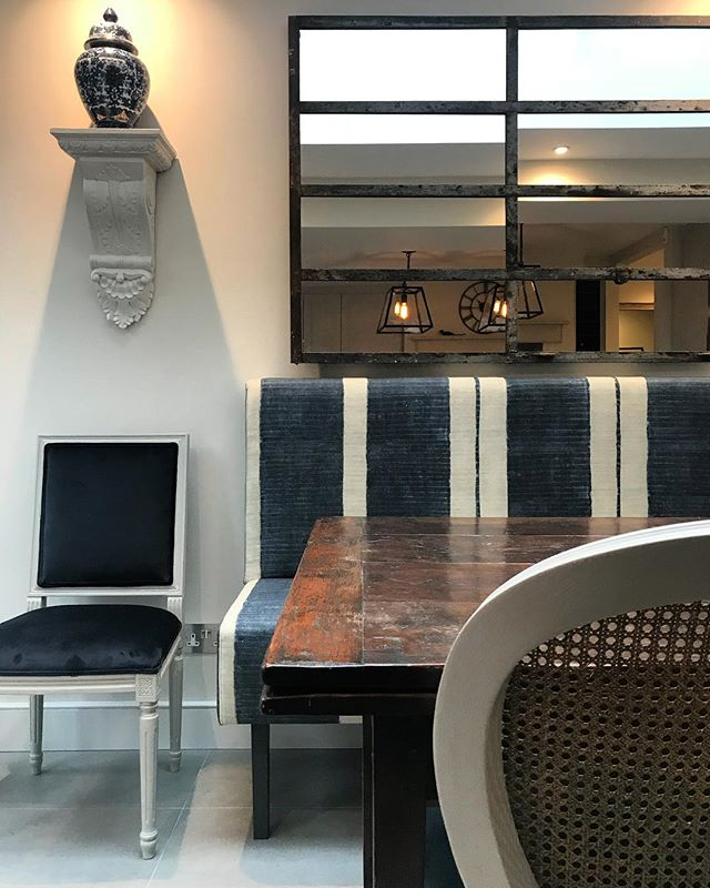 So excited to see the kitchen in our most recent project coming together and especially excited to see the banquette seating covered in @andrewmartin_int fabric finally in situ 🌟🌟🌟 stay posted for the finished photos coming soon! • • • • • #interiordesign #interiordesigner #interiors #interiorstyle #interiorstyling #interiordetails #homedecor #decoration #londontownhouse #banquette #banquetteseating #fixedseating #diningroomdecor #diningtable #kitcheninspo #kitchendecor #kitchen #londonkitchen #furnituredesign #kitchendesign