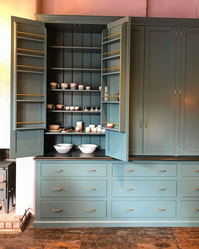 In the @devolkitchens showroom for the first time designing up a kitchen for a current project. Seen it so many times on Instagram but seeing it in real life is a million times better - the colours, the materials and the cabinets are just so dreamy 💗🍽💗🍽 • • • • • #interiordesign #interiordesigner #interiors #interiorstyle #interiorstyling #interiordetails #homedecor #decoration