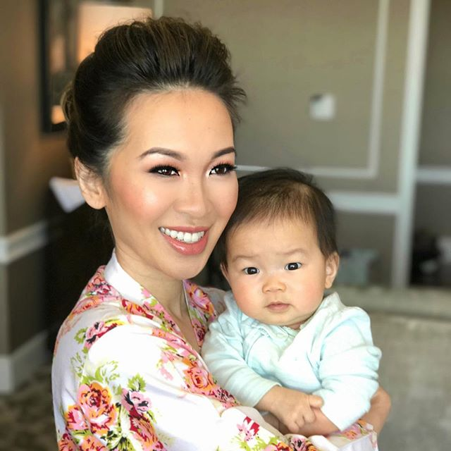 The stunning 👰🏻 and her 👶🏻 #preciousmoments #weddingday #facesbyemily #babyfever #likemotherlikedaughter #sundaywedding #June #hairstylist