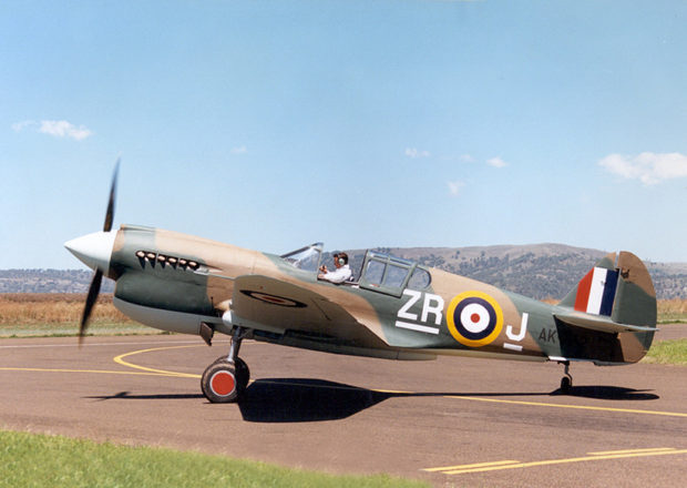 Col Pay prepares Kittyhawk VH-KTH for her first post-restoration flight in 1989.