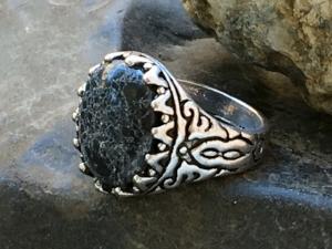 Black Crackle Agate: Stone of Victory  Chakras: All  Zodiac: All