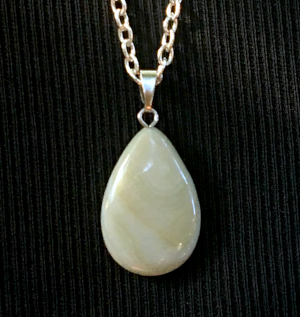 Yellow Agate: Stone of Success  Chakra: Solar Plexus  Zodiac: Gemini, Virgo