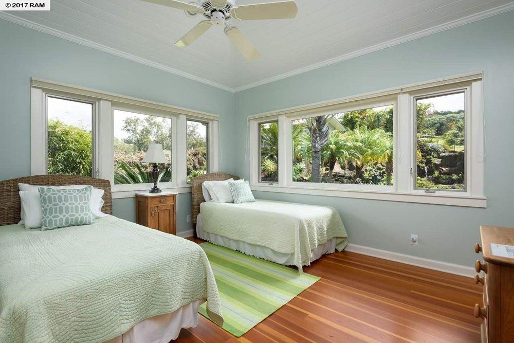 Ohana Living Room &Kitchen2.jpg