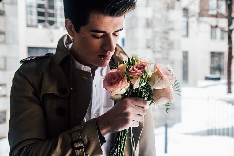 It Is Known That Men Should Give Flowers To Girls They Like Or Adore Especially During The First Date Anniversary Celebration As An Act Of Apology