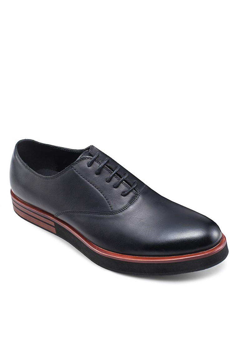 Contemporary Faux Leather Brogues With Thick Sole