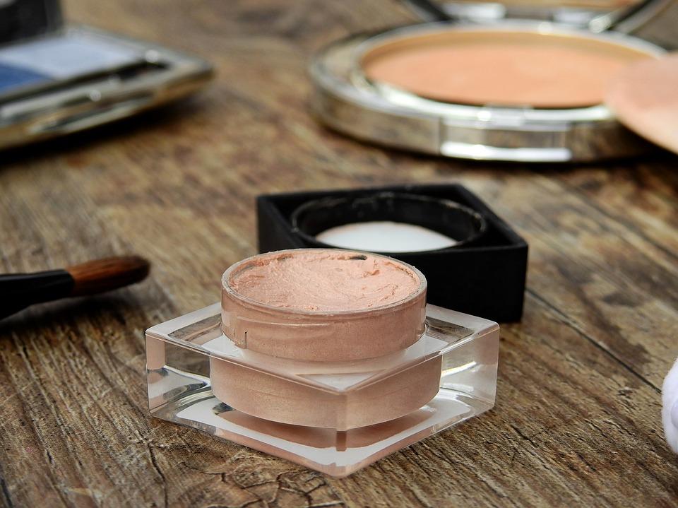 cosmetics-2116383_960_720.jpg
