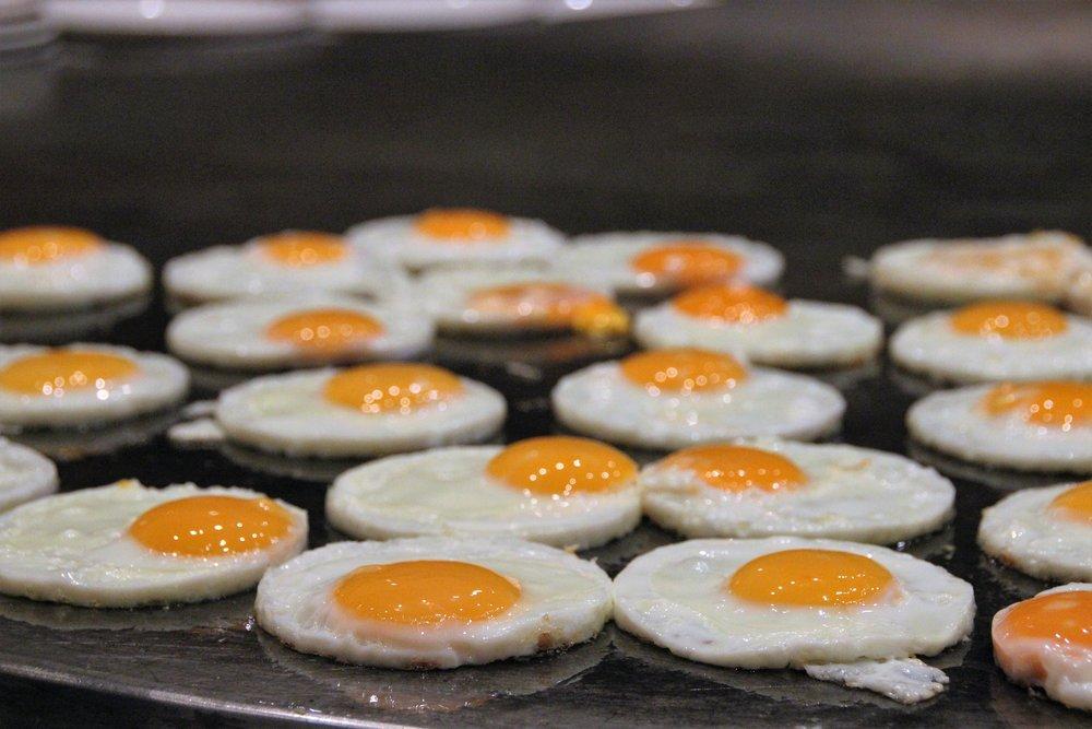 breakfast-cooking-eggs-236812.jpg