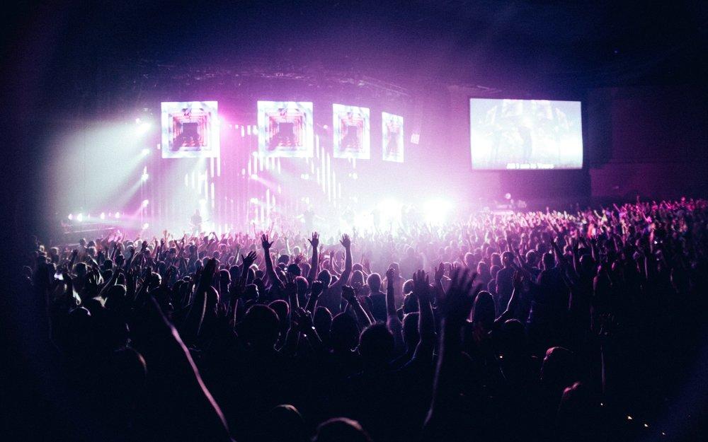 audience-backlit-band-154147.jpg