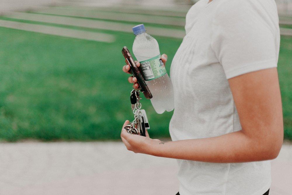 bottle-car-keys-drinking-water-1082960.jpg