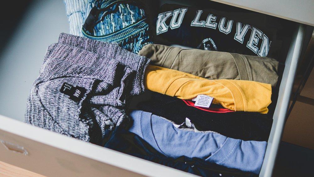 closet-clothes-clothing-581087.jpg