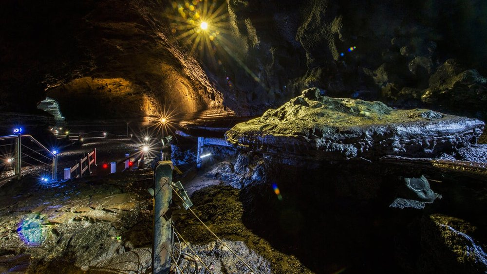 1522124790621239-manjanggul-cave.jpg