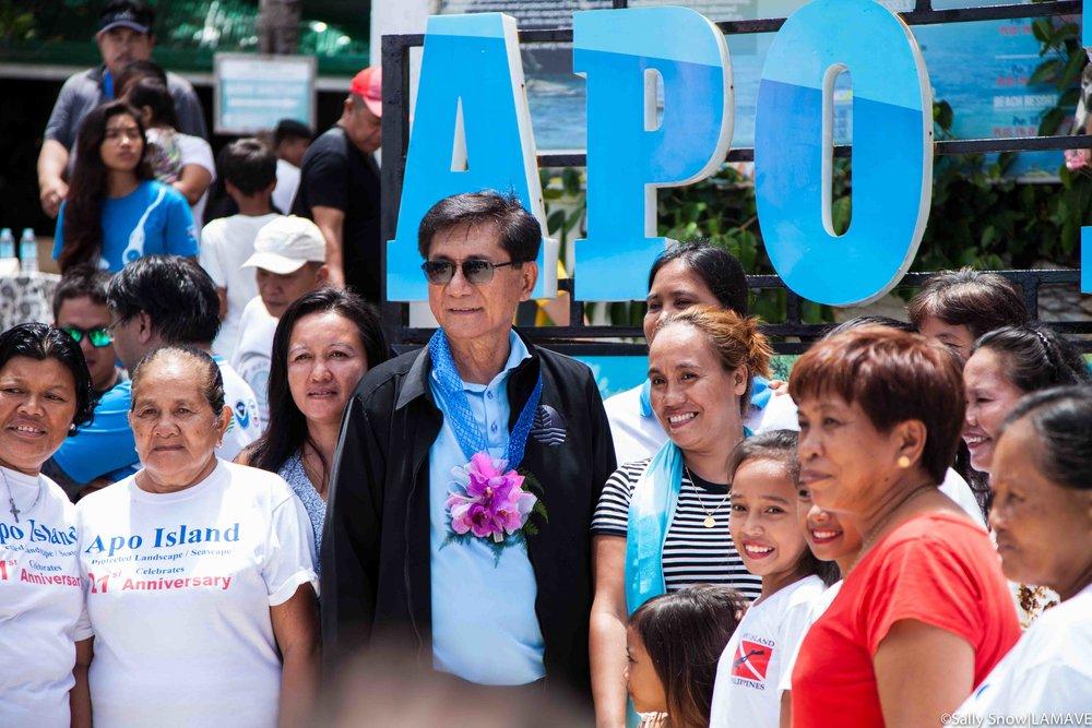 Secretary Roy A. Cimatu with Apo Island residents.