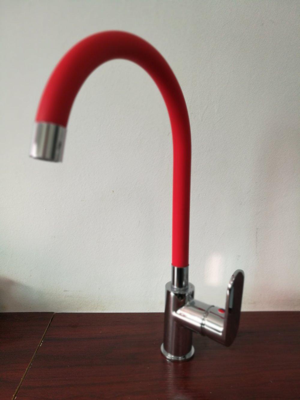 3004-110: Kitchen faucet