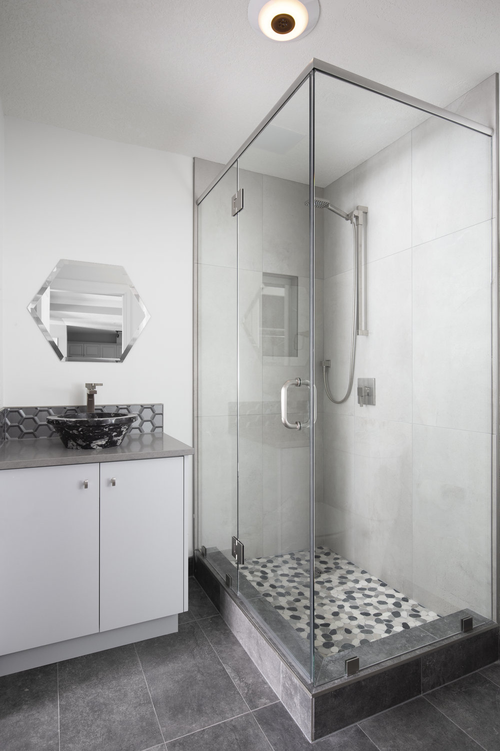 Erlton - shared bathroom.jpg