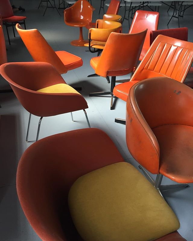 What's the collective noun for orange chairs? A gaggle? #vintagechairs #retroseating