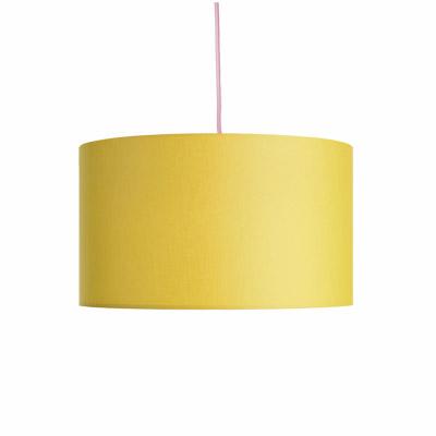 colouredby-haengelampe-lampenschirm-stoff-gelb-textilkabel-rosa.jpg