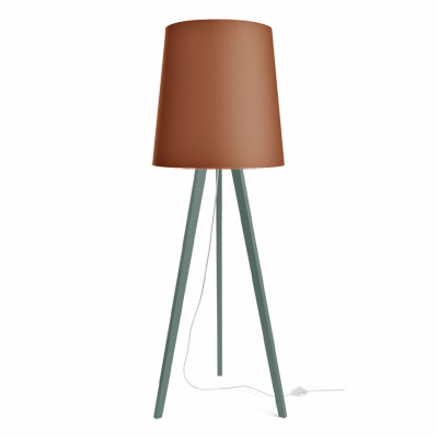colouredby-stehlampe-onno-tripod-gruen-lampenschirm-cognac.jpg